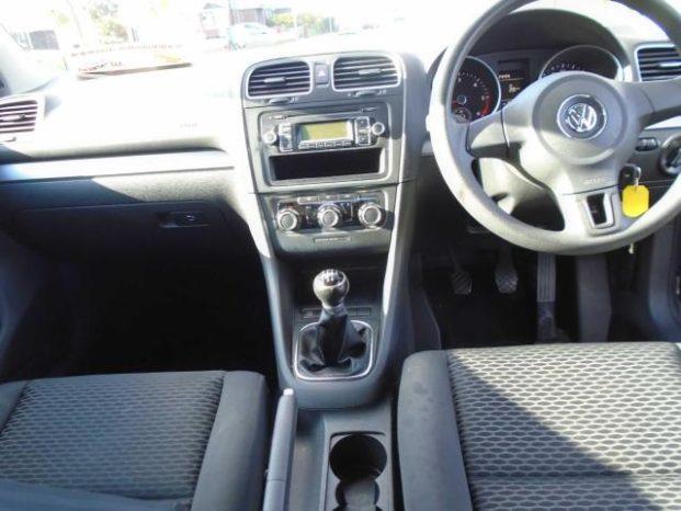 Volkswagen Golf 2010 full