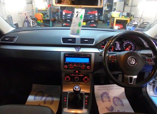 Volkswagen Passat 2011 full
