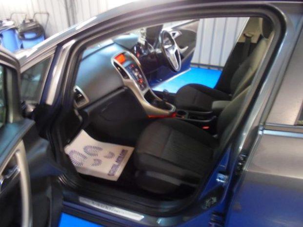 Vauxhall Astra 2011 full