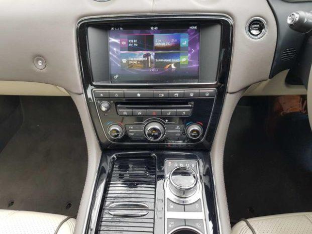 Jaguar XJ 2016 full