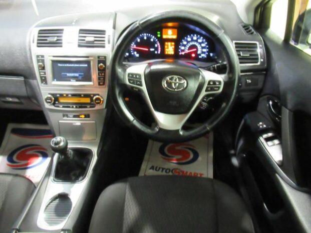 Toyota Avensis 2013 full